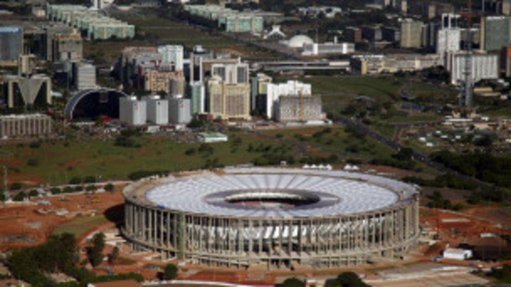 Mais cara da Copa, arena de Brasília acumula críticas e ...