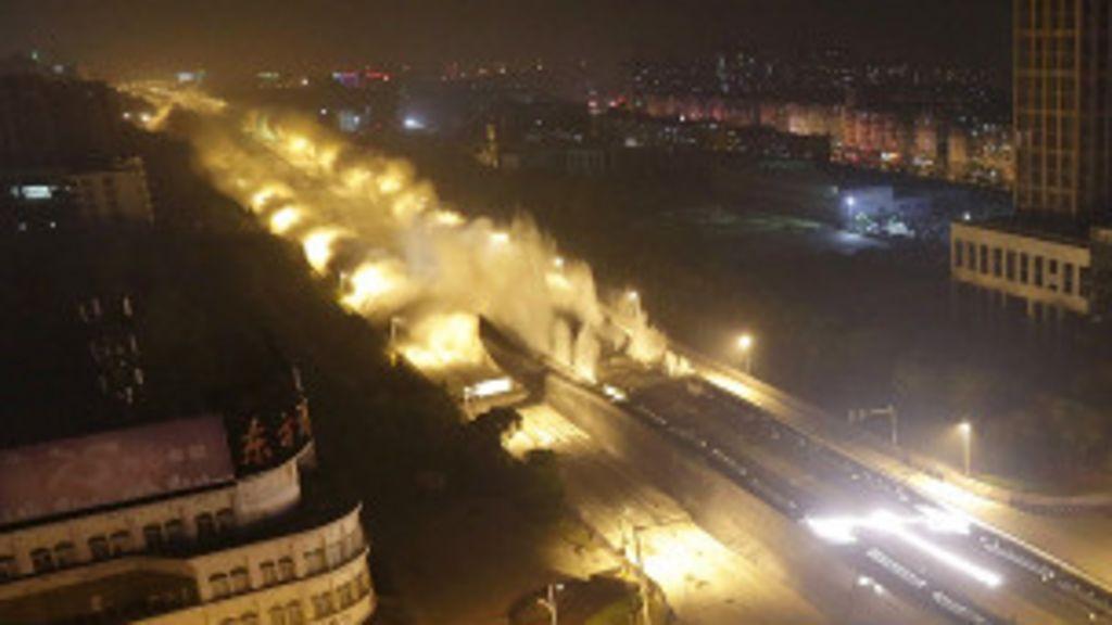 Demolição de viaduto bate recorde na China - BBC Brasil