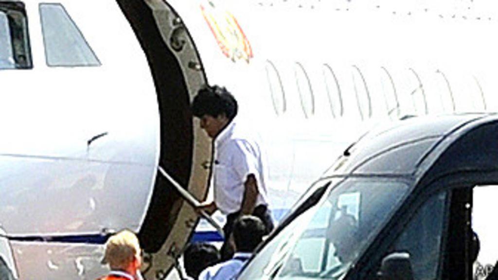 El avión de Morales despega de Viena tras desvío por caso Snowden