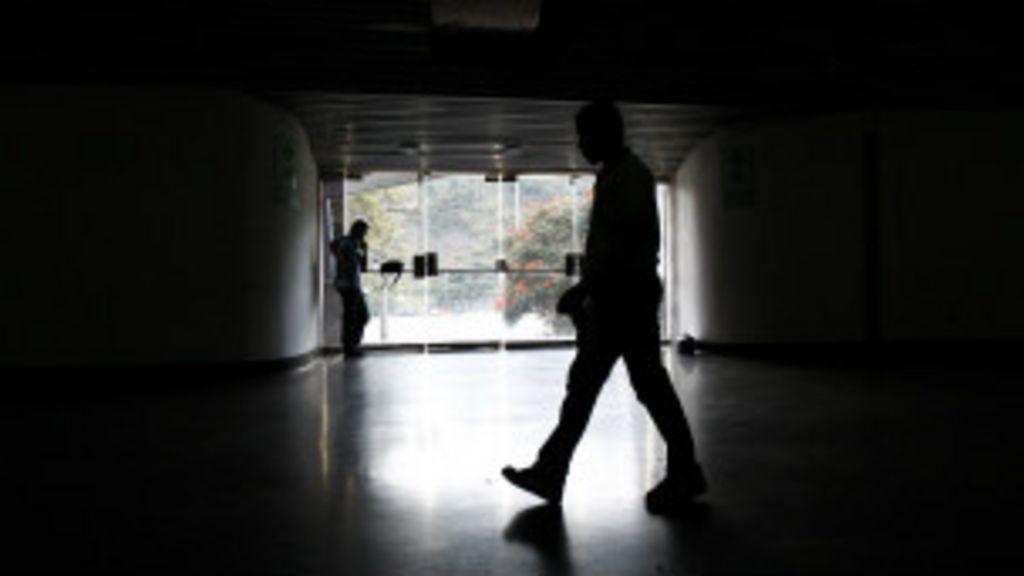 Governo vê 'golpe elétrico' em apagão que deixou Venezuela sem luz