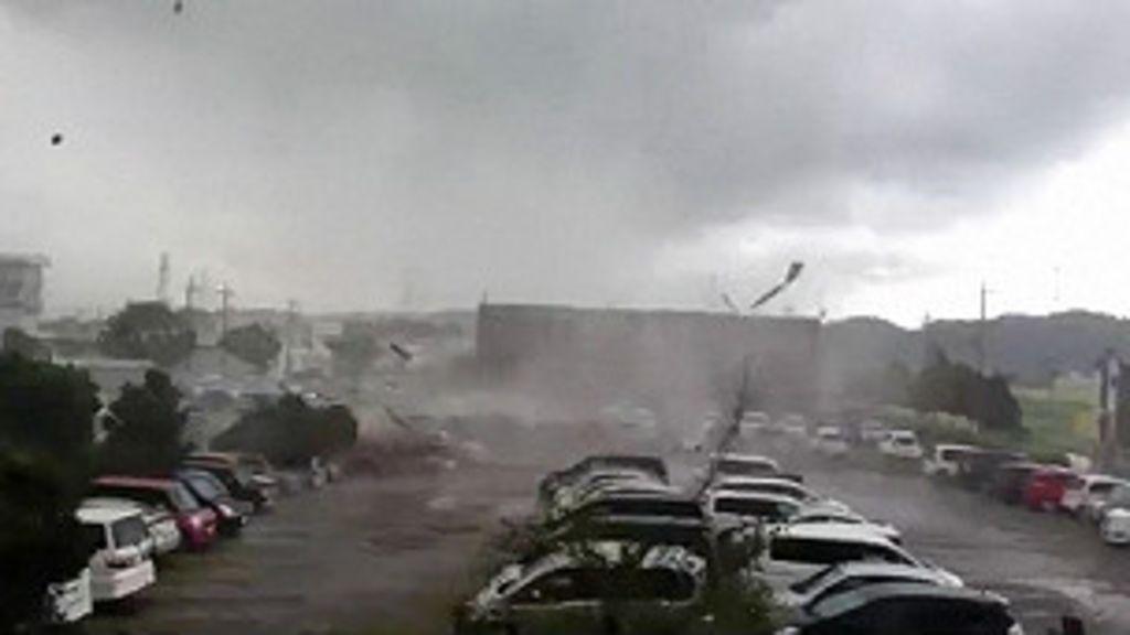 Aluno filma pânico em escola com tornado - BBC Brasil