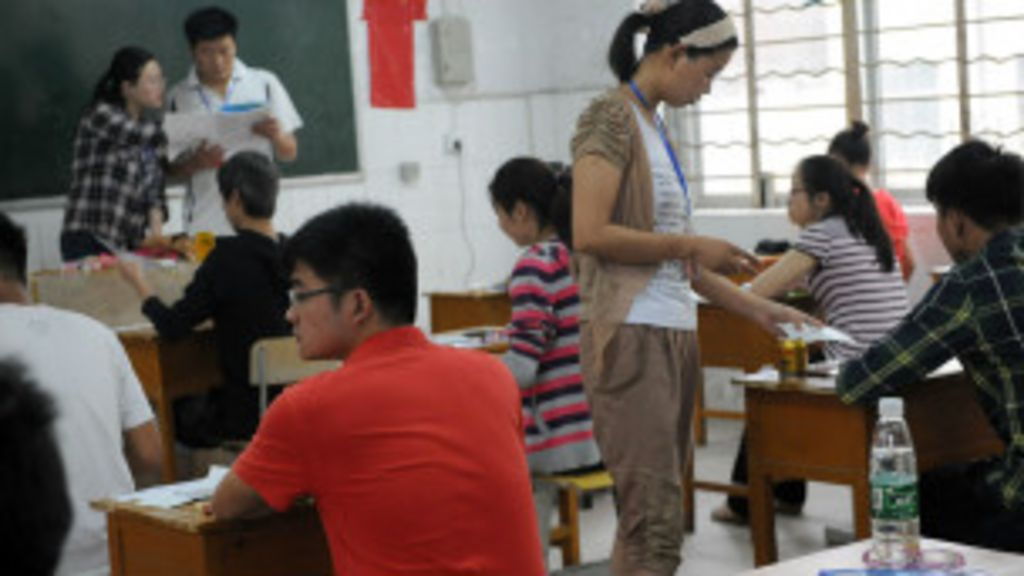 Escolas chinesas desestimulam namoro para manter 'foco' de alunos