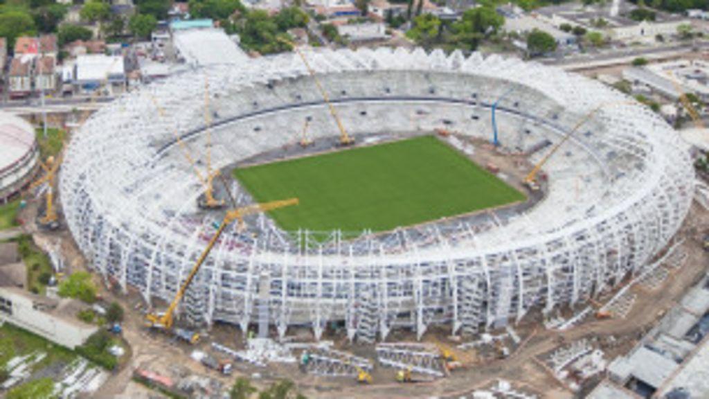 Por que os estádios para a Copa atrasaram? - BBC Brasil