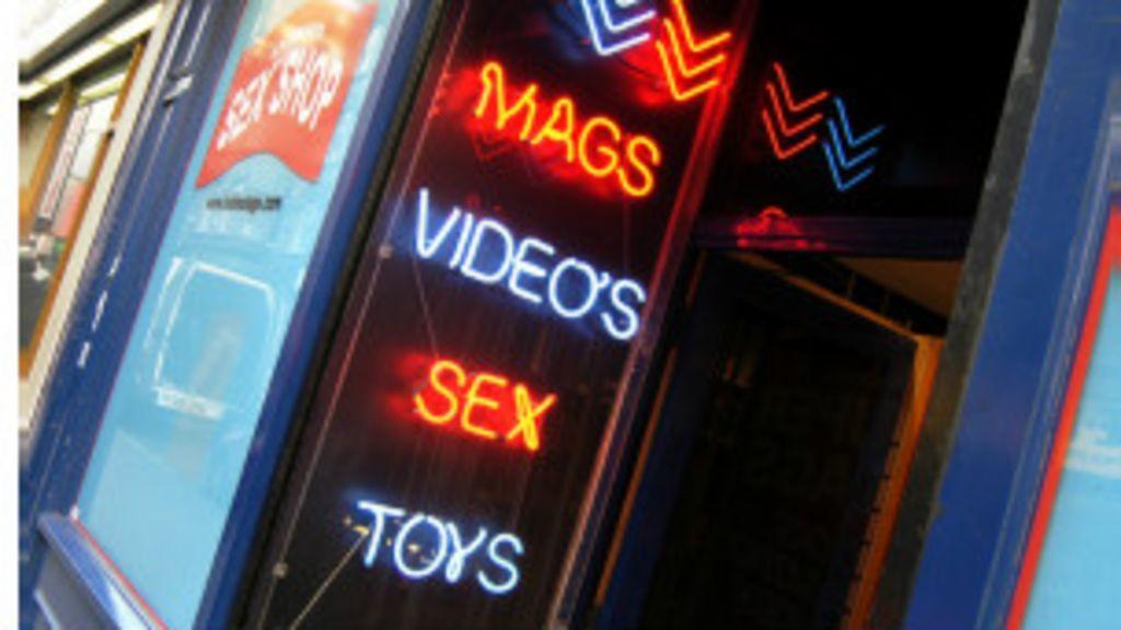 Brasileiros 'dominam' prostituição masculina em Londres - BBC Brasil