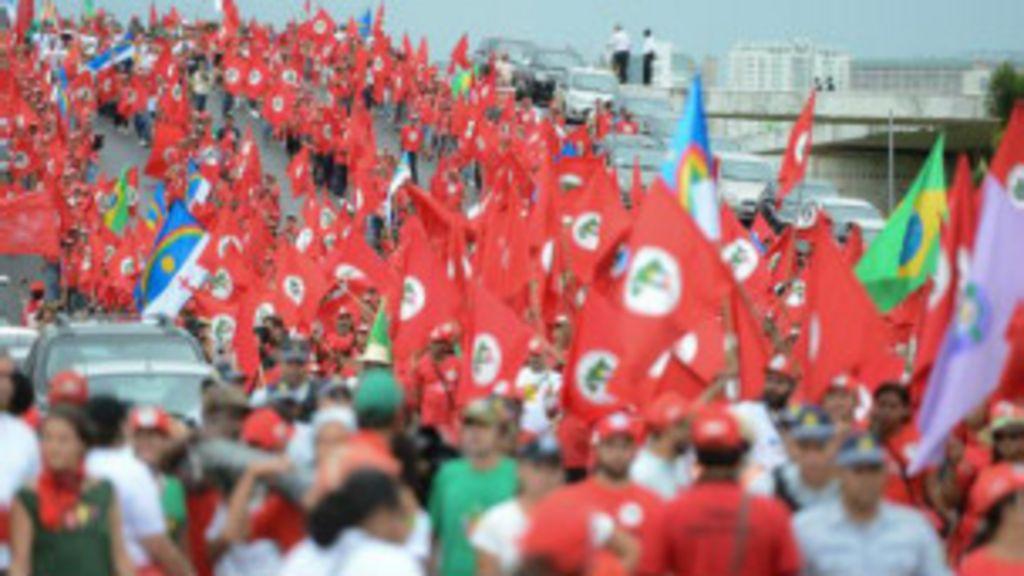 Protesto de sem-terra resulta em confrontos em Brasília - BBC Brasil