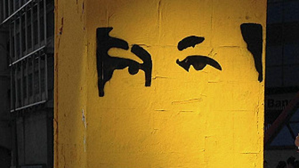 En fotos: la omnipresencia de los ojos de Hugo Chávez - BBC Mundo