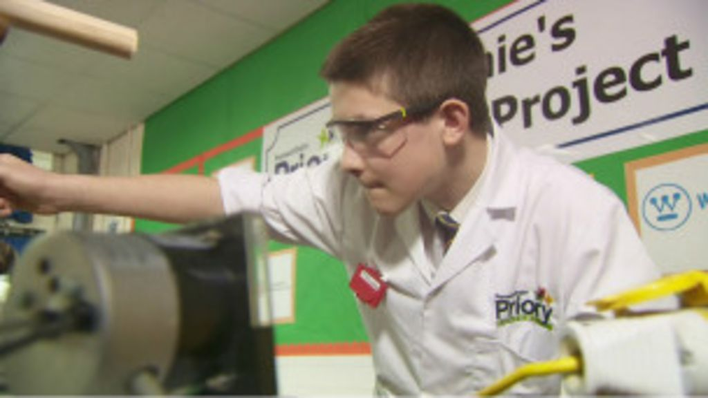 Jovem de 13 anos constrói reator nuclear - BBC Brasil