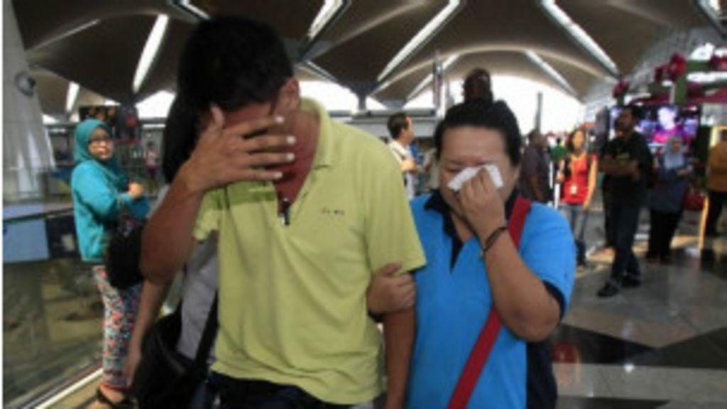 Equipe internacional busca avião que desapareceu com 239 pessoas