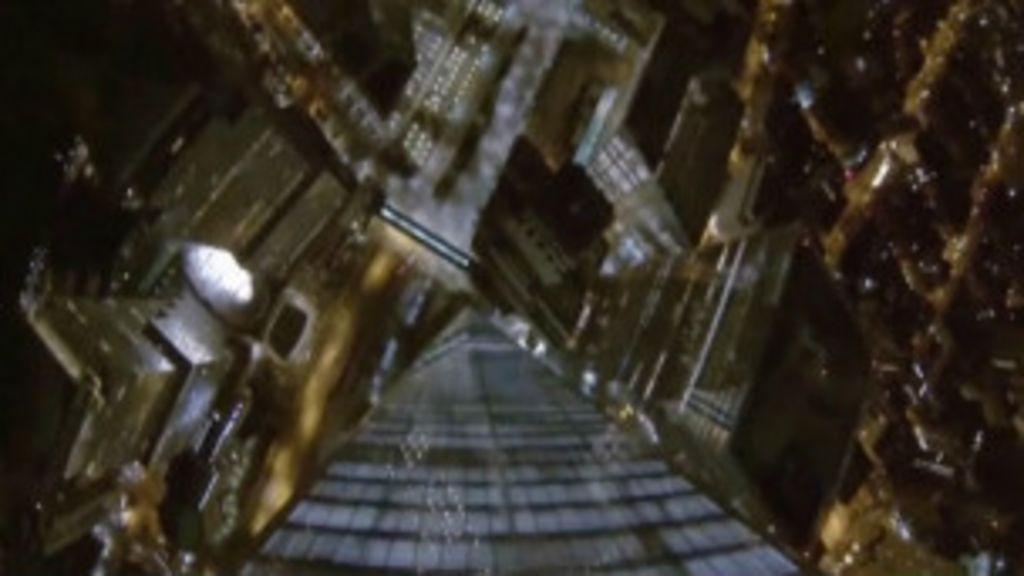 Paraquedistas saltam do prédio que substitui o World Trade Center ...