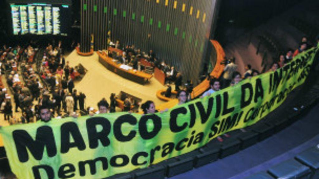 Após concessões do governo, Câmara aprova Marco Civil da Internet