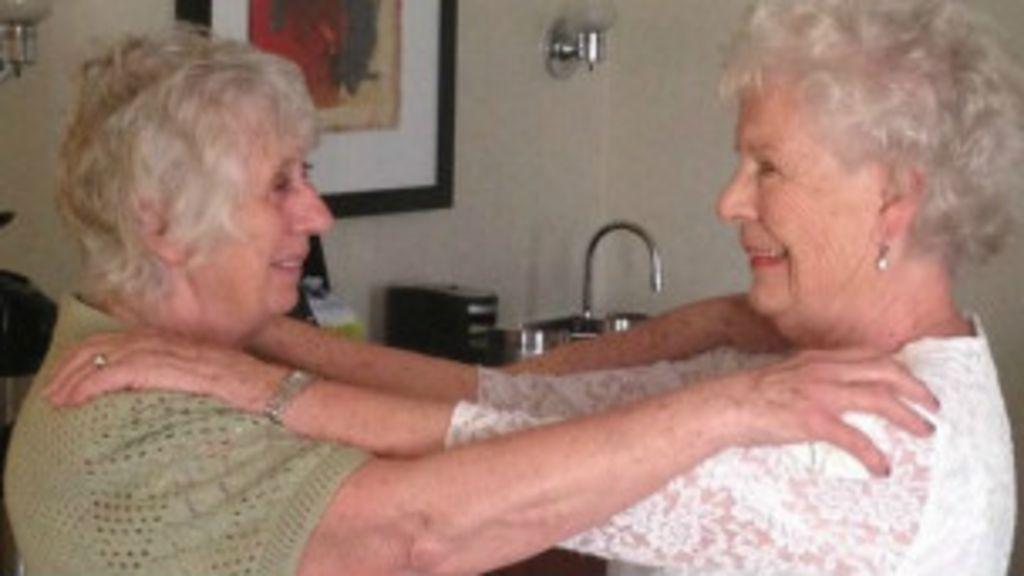 Gêmeas se encontram após 78 anos separadas - BBC Brasil
