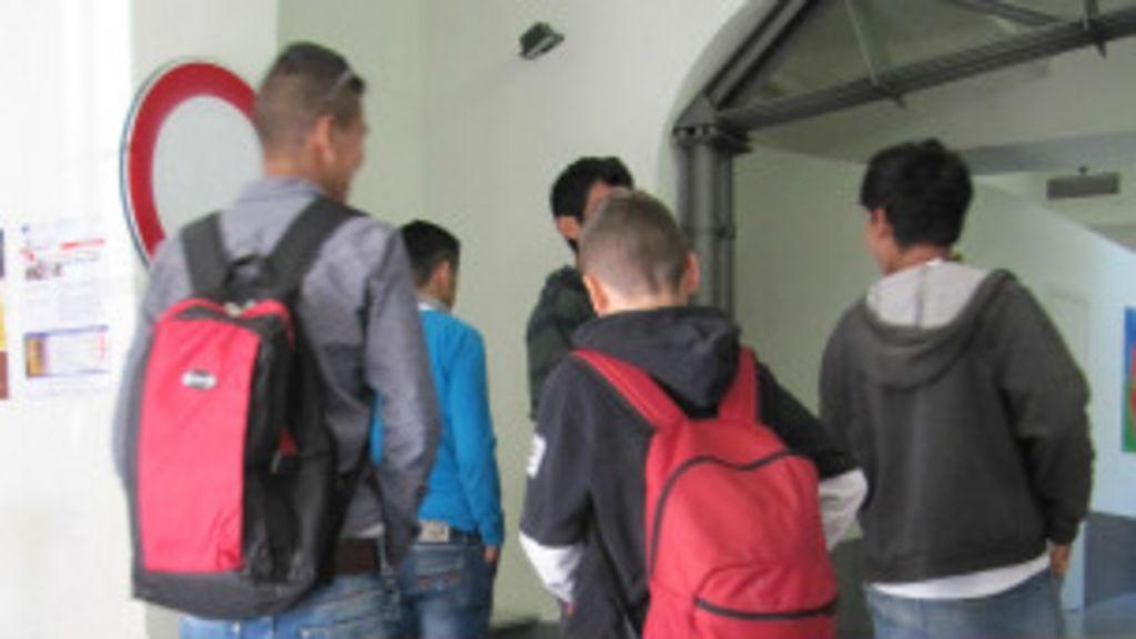 Jovens imigrantes 'invisíveis' têm travessia difícil rumo à Europa e ...