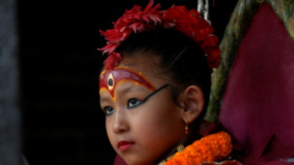 A difícil vida de uma menina deusa no Nepal - BBC Brasil