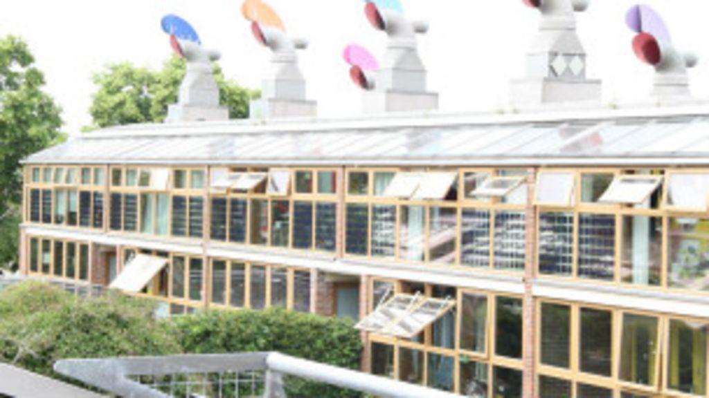Londres testa condomínio de casas auto-sustentáveis - BBC Brasil
