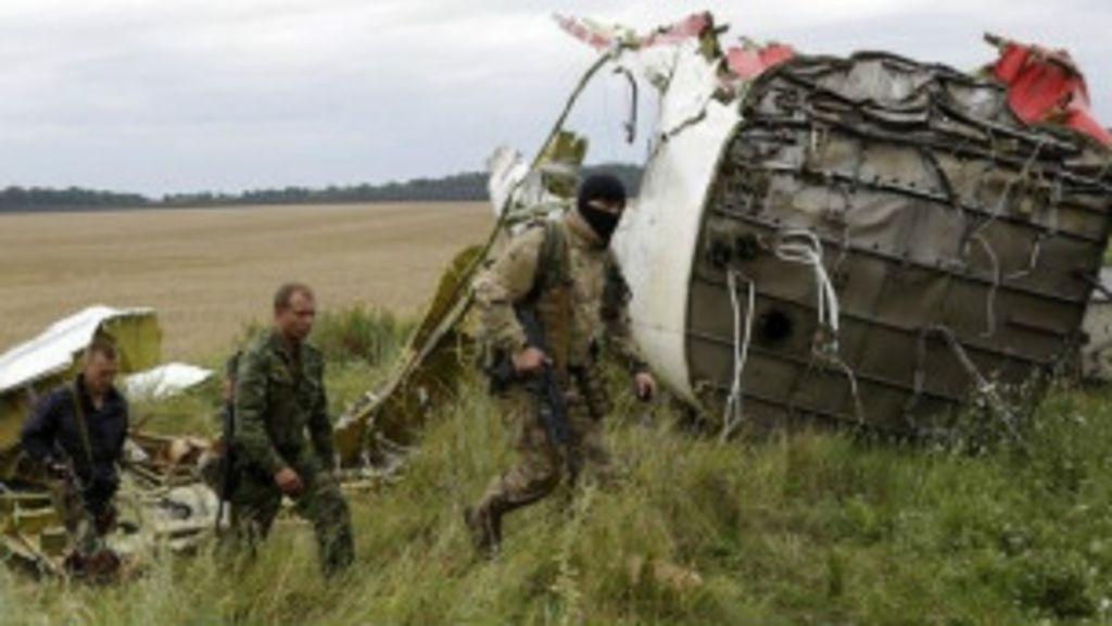 Ucrânia acusa rebeldes pró-Rússia de destruírem provas de avião ...