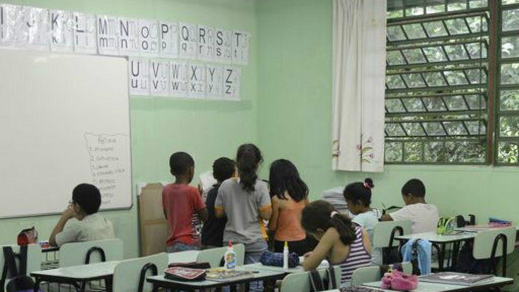 Escolas, alunos e professores 'não falam mesma língua' - BBC Brasil