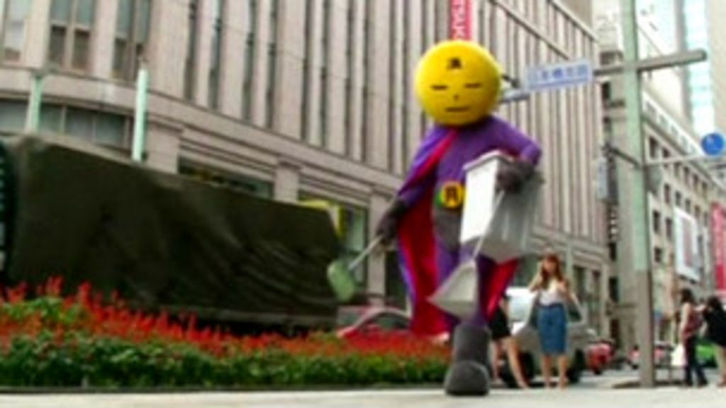Super-herói 'limpa' as ruas de Tóquio - BBC Brasil