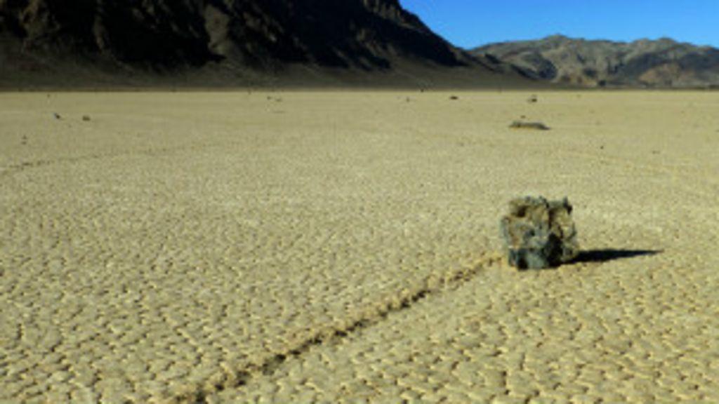 Cientistas desvendam mistério das 'pedras que andam' na ...