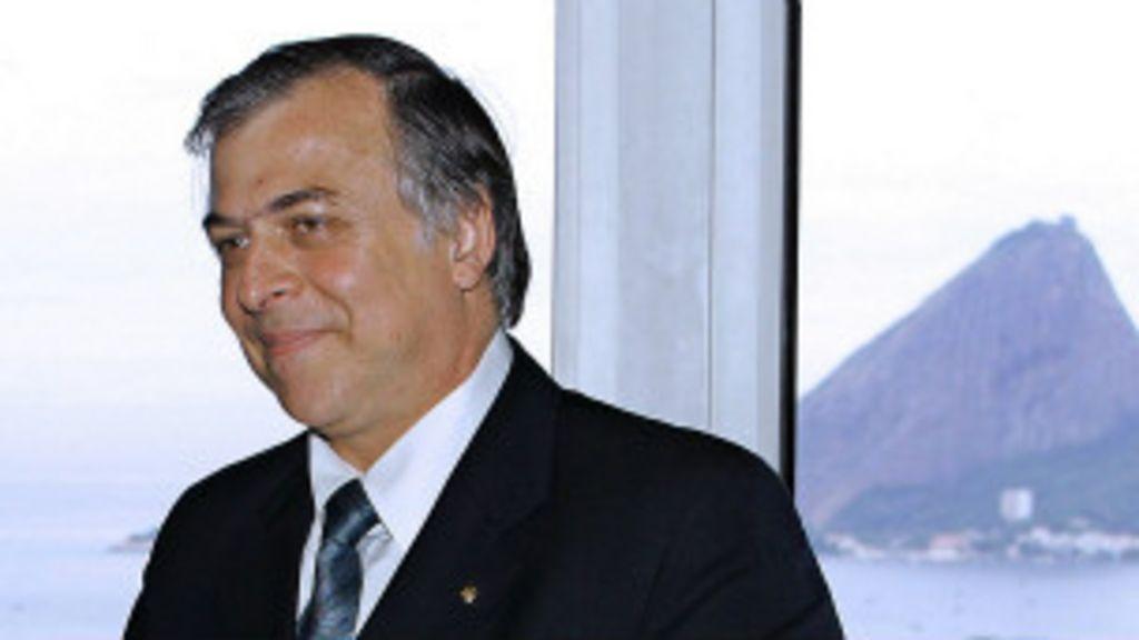 Escândalo na Petrobras agita cenário eleitoral - BBC Brasil