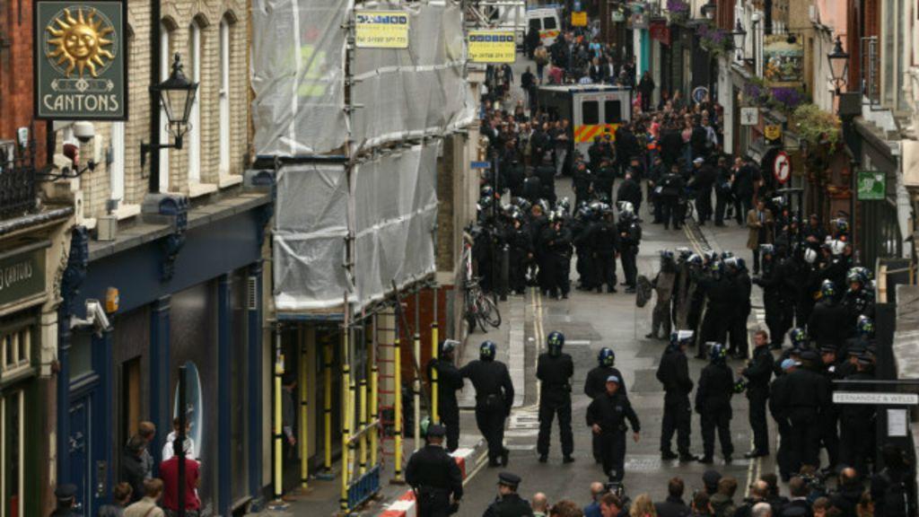 Polícia britânica 'atirou apenas três vezes' em um ano - BBC Brasil
