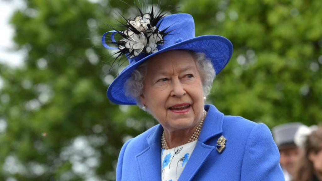 Rainha 'ronronou' ao saber que Escócia rejeitou independência, diz ...