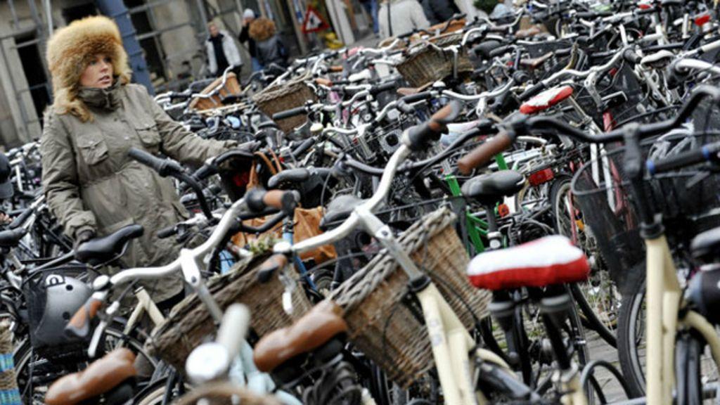 Mar de bikes ilustra falta de vagas em paraíso de ciclistas - BBC Brasil