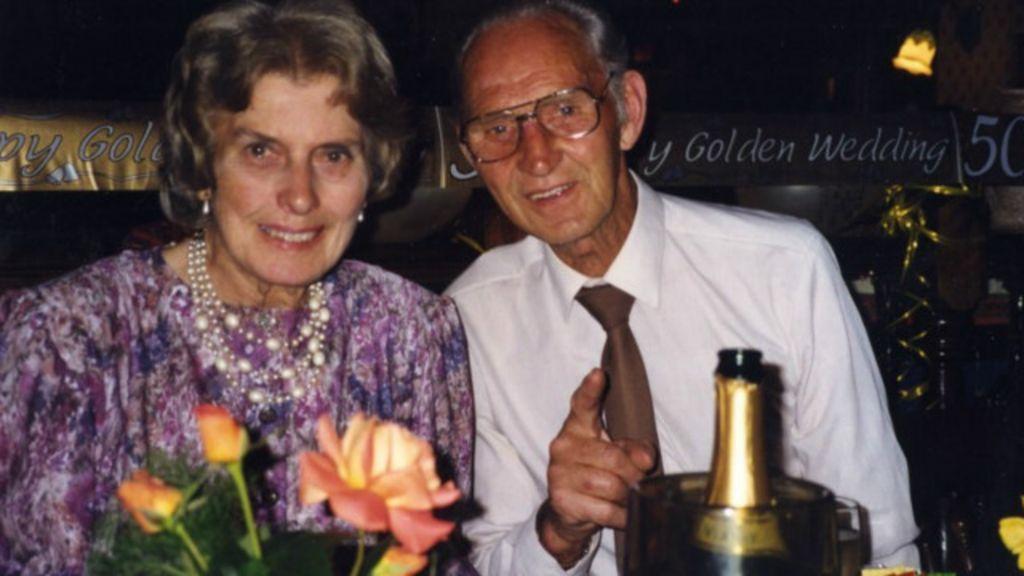 Após 65 anos juntos, casal inglês morre com minutos de diferença ...