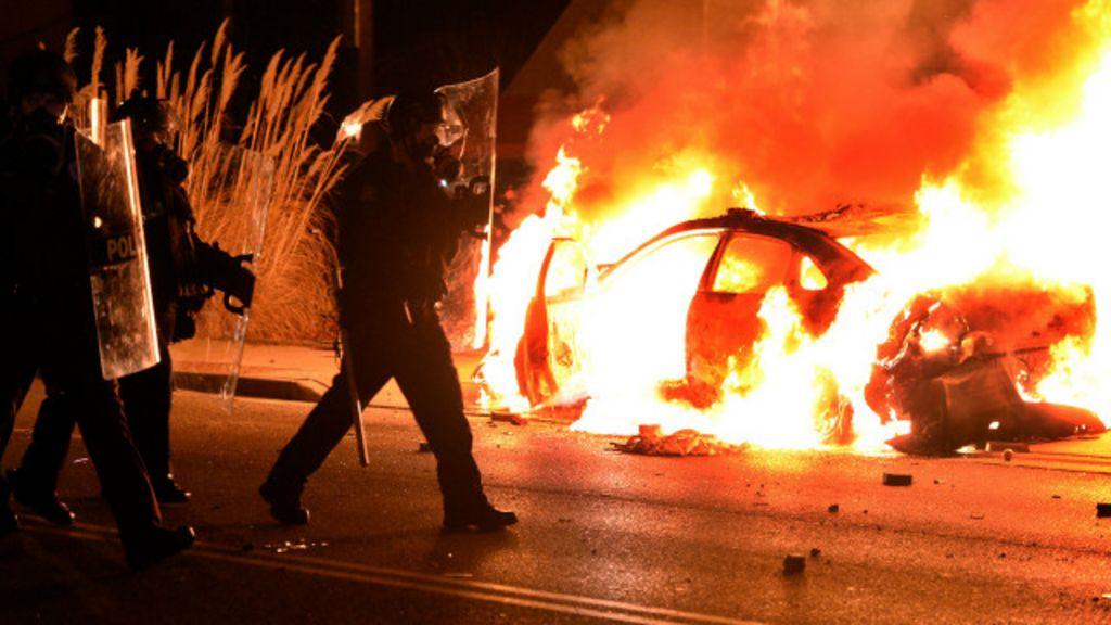 EUA: Confrontos se espalham após júri liberar policial que matou ...
