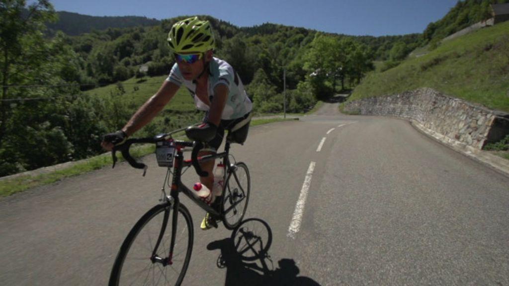 Ciclista que teve perna amputada completa corrida de 22 dias por ...