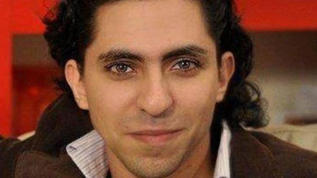 Blogueiro saudita é açoitado por 'insultar Islã' - BBC Brasil