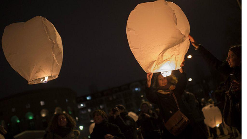 Em imagens: Paris de luto - BBC Brasil