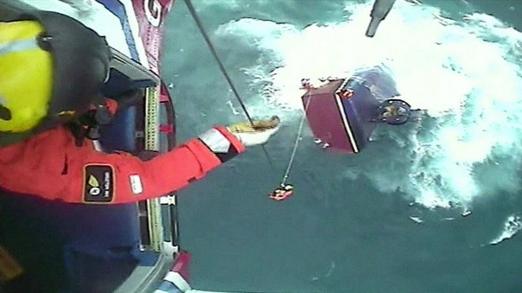 Helicóptero faz resgate dramático de pescadores no Mar do Norte ...