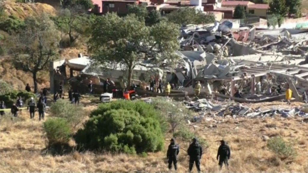 Explosão destrói parte de maternidade no México - BBC Brasil
