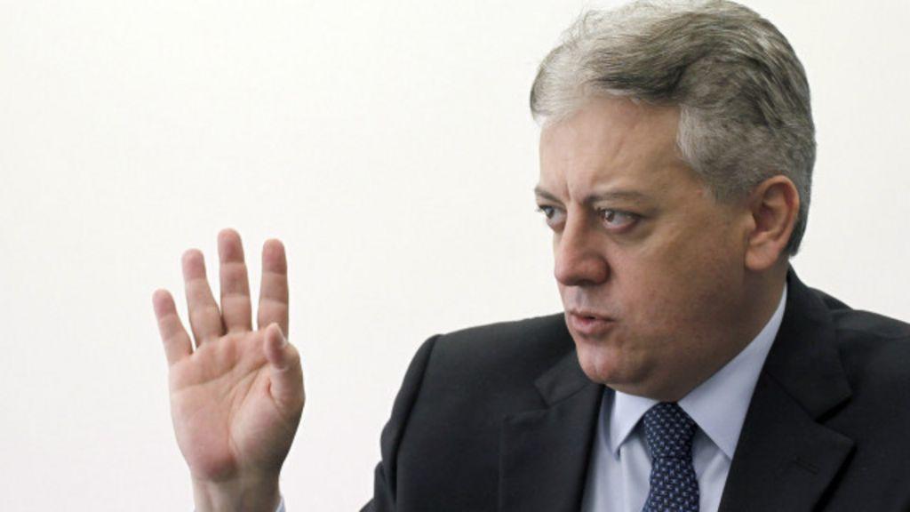 Seis desafios do novo presidente da Petrobras - BBC Brasil
