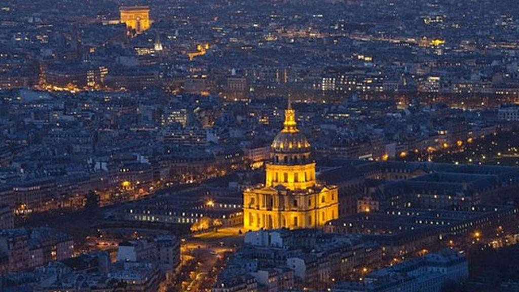 Jornalistas são presos em Paris em meio ao mistério de drones ...