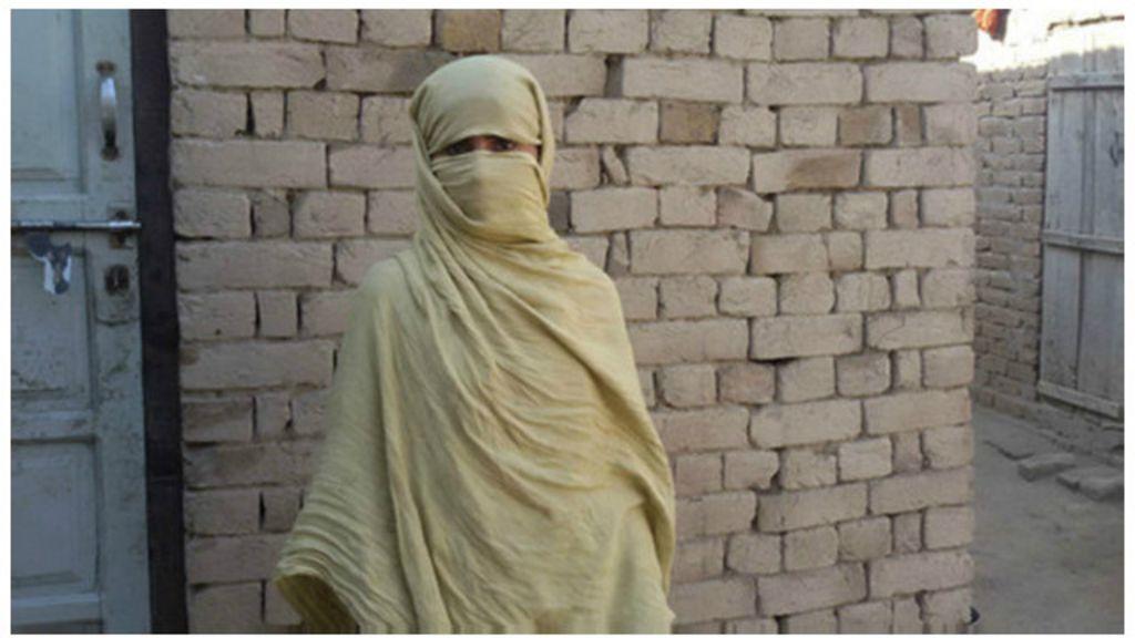 Após prisões, paquistanesa luta para retirar vídeo de estupro ...
