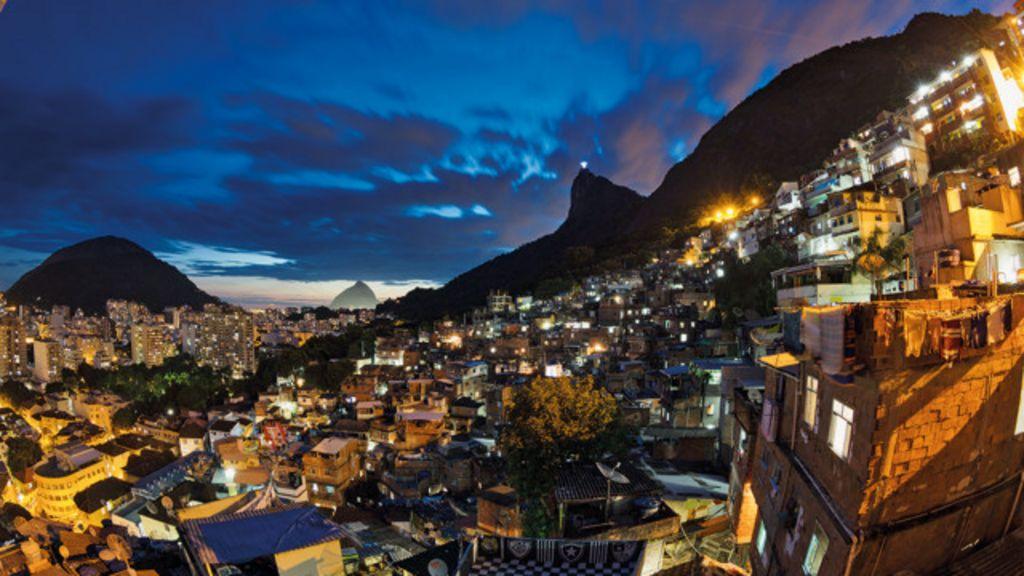 Favelas, grafite, festas e interior do Brasil ilustram livro de fotografias