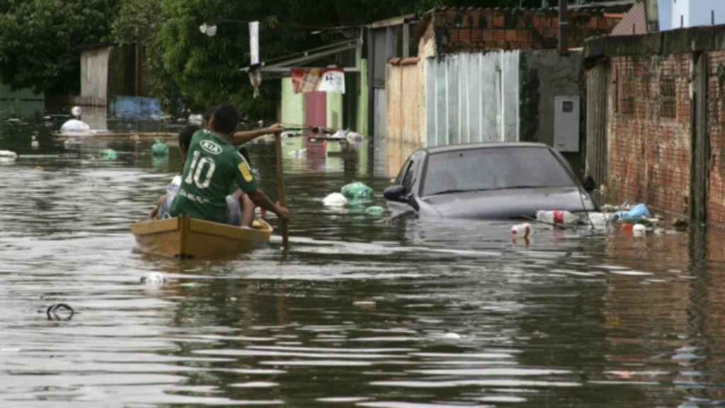 Enchentes podem prejudicar até 400 mil brasileiros até 2030, diz ONG