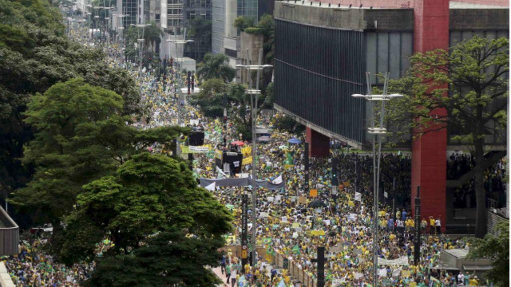 O que muda com os protestos de domingo? - Cinco análises - BBC ...