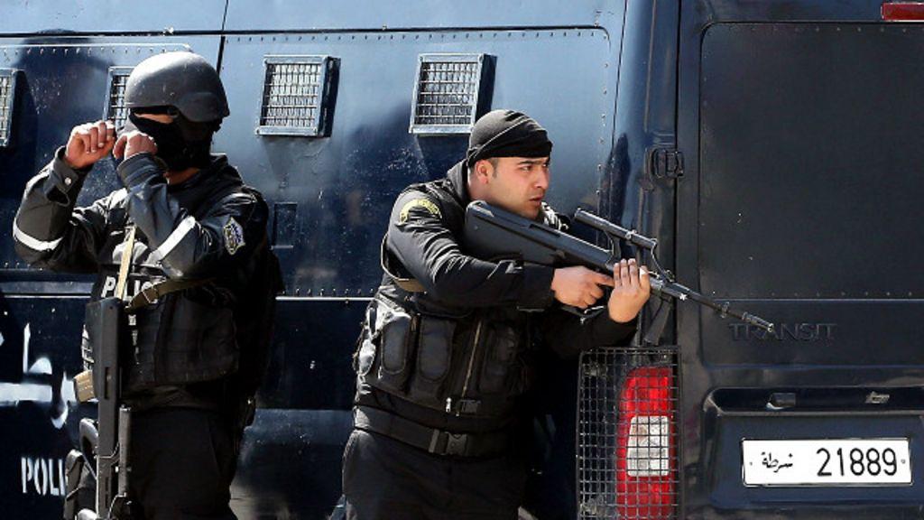 Atiradores entram em museu na Tunísia e matam 17 turistas - BBC ...