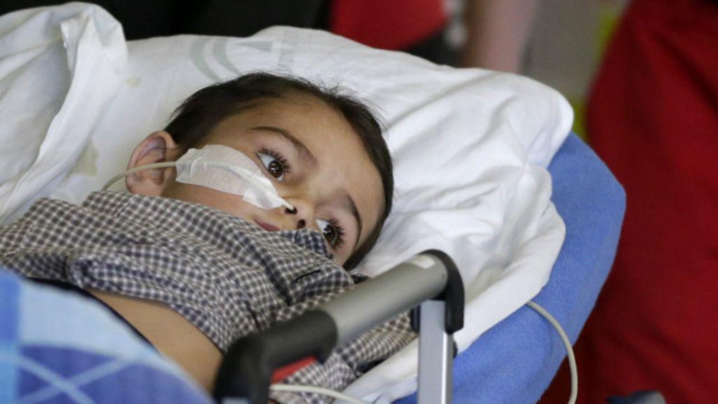 Pais presos por 'sequestrar' filho de hospital dizem que ele se curou ...