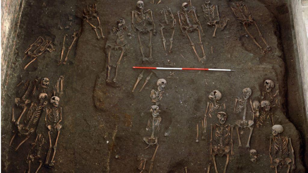 Cemitério medieval é descoberto sob Universidade de Cambridge ...
