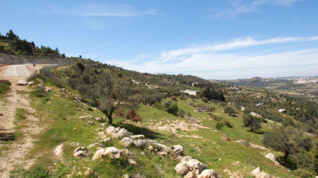 Justiça de Israel proíbe barreira em propriedade da Igreja na ...