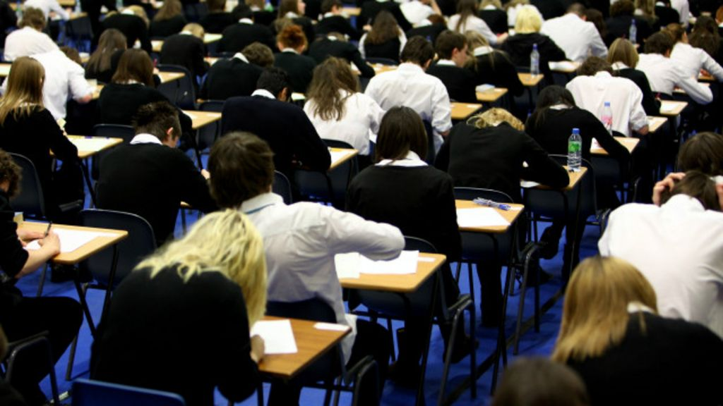 Vale a pena recompensar bons alunos com dinheiro? - BBC Brasil