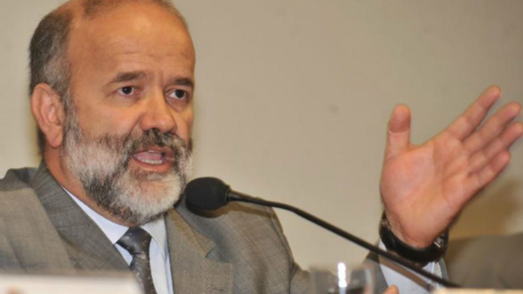 Depoimento de Vaccari aprofunda debate sobre papel das CPIs ...