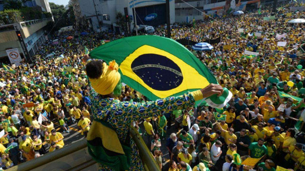 Protestos: 'Por que minha opinião política mudou' - BBC Brasil