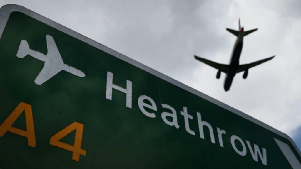Piloto é detido uma hora antes de decolagem por ter facas na ...