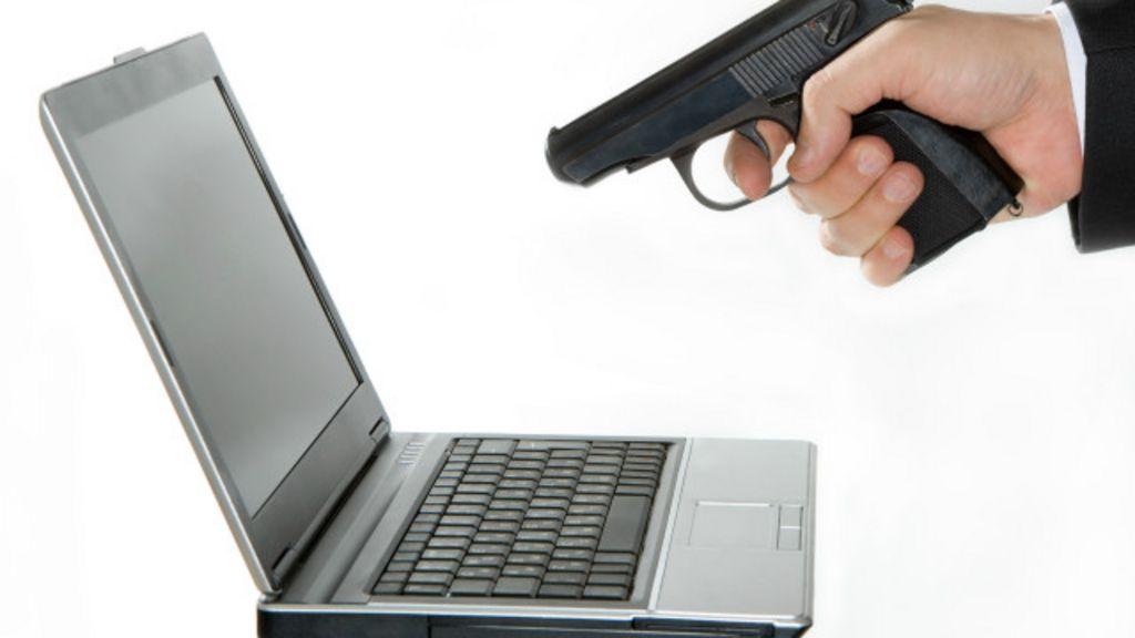 Americano é preso após 'matar' computador a tiros - BBC Brasil