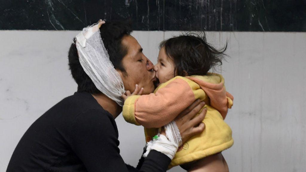 Nepal busca por sobreviventes após tremor que matou mais de 3 mil