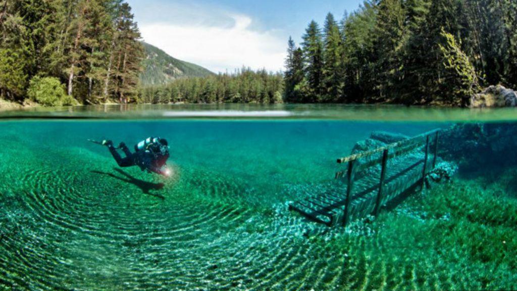 O visual surreal do Lago Verde, na Áustria - BBC Brasil
